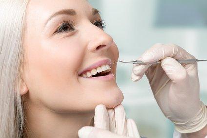 Zahnreinigung in der Zahnarztpraxis